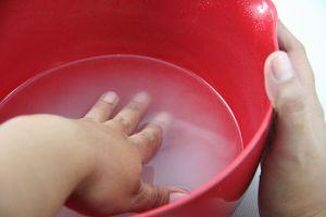 Dip your Hands in Bakking Soda