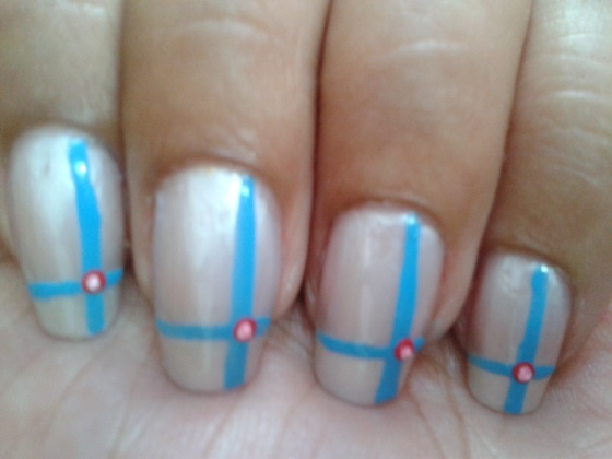 The simple Girly Plaid Nail Art