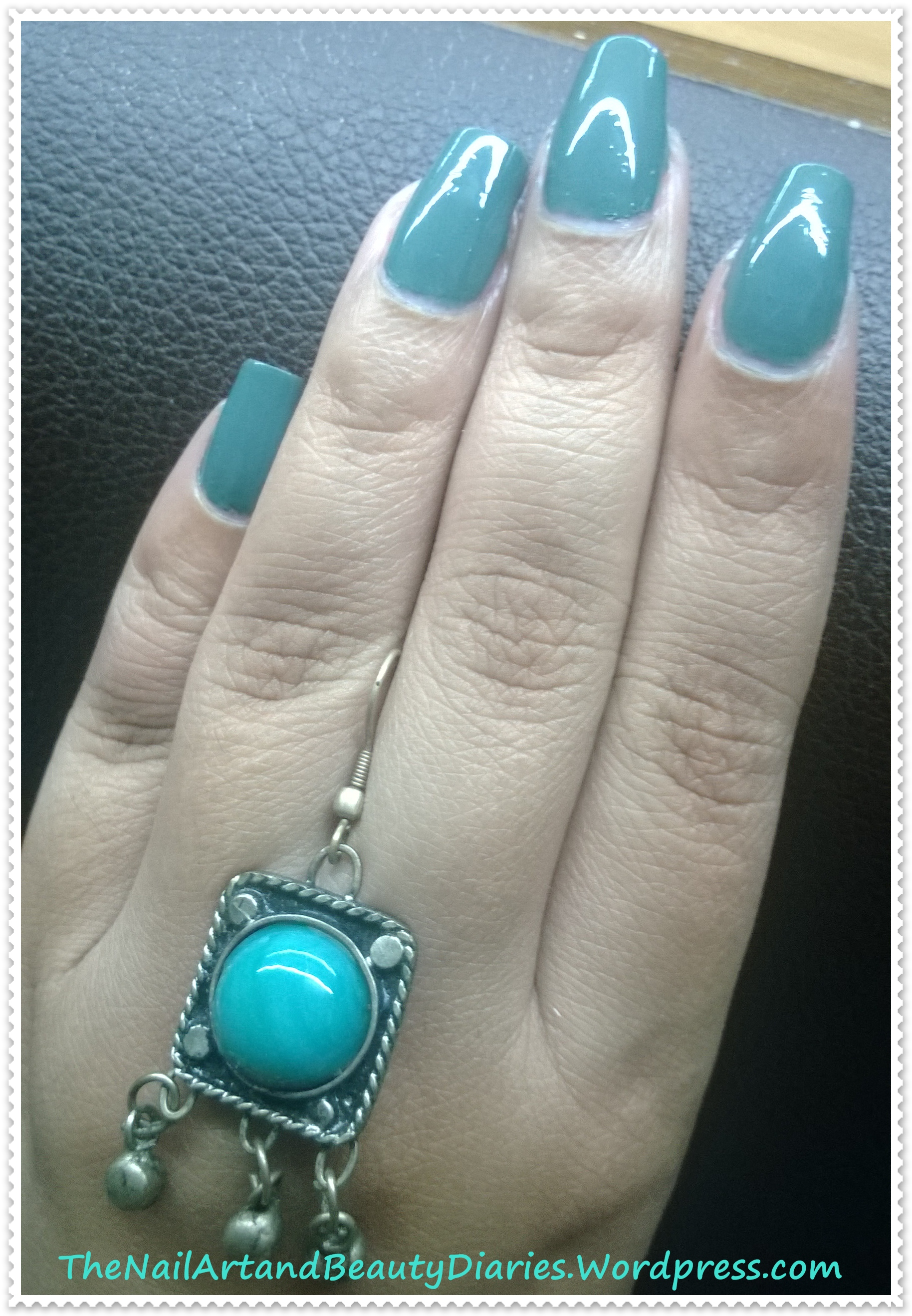 Maybelline color show fantasea green nail polish review for Show me the color green