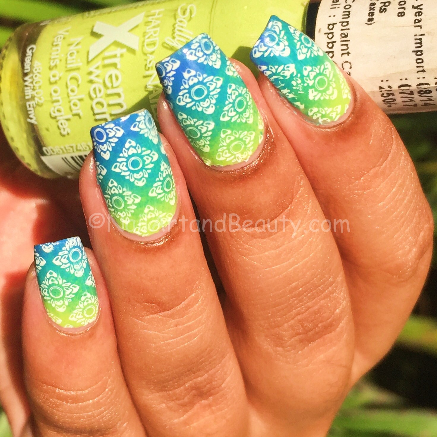 bright-gradient-nails-2